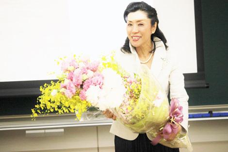 ご清聴有難うございました。嫮生氏から花束が届きました。